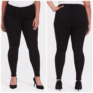 NWT Torrid Bombshell Skinny Jeans Black